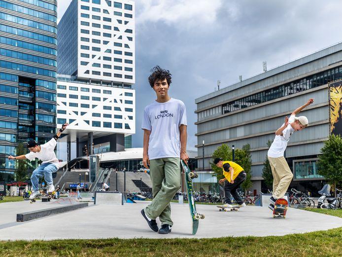 Skaters op de skatebaan bij het Jaarbeursplein.