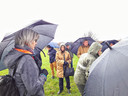UNESCO-Nederland-directeur Andrée van Es (midden) tijdens de wandeling in het Maasheggengebied ter gelegenheid van de erkenning als biosfeergebied.