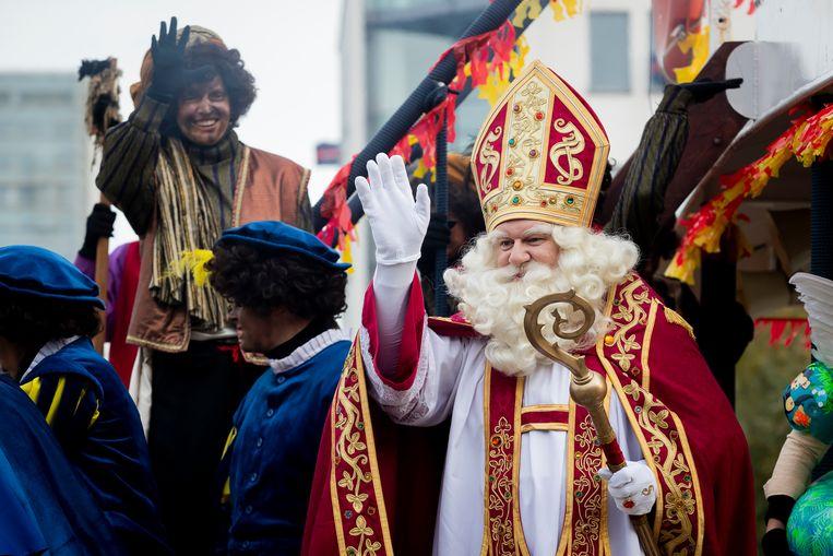 Sinterklaas meerde ook dit jaar aan in Antwerpen.  Beeld BELGA