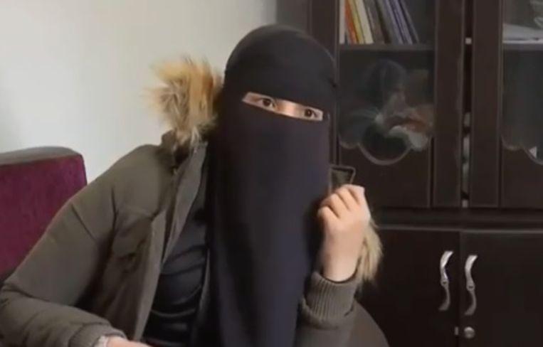 Fatima B. tijdens een interview met Franse zender BFMTV. Beeld RV