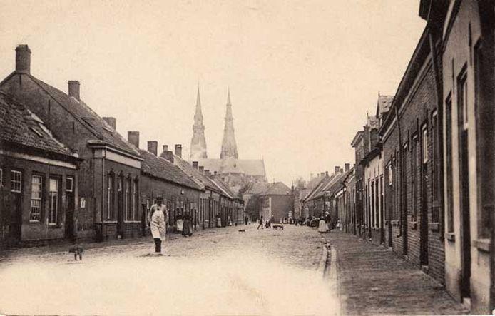 Grote Berg, Eindhovens straatbeeld omstreeks 1900. Fotoarchief Eindhovens Dagblad