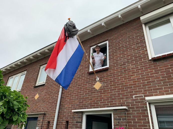De 15-jarige Milan Jager uit IJsselmuiden is geslaagd voor zijn vmbo tl-opleiding aan het Ichthus College in Kampen. Bij Landstede in Zwolle gaat hij na de zomer verder.