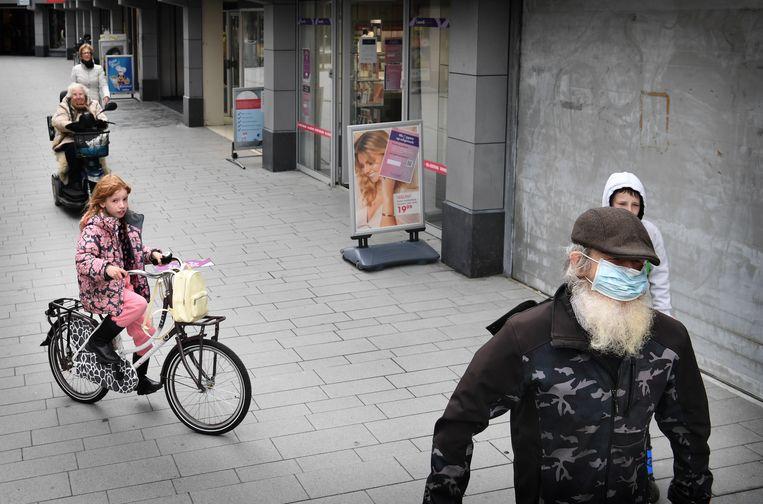 Winkelcentrum De Struytse Hoeck in Hellevoetsluis. Beeld Marcel van den Bergh / de Volkskrant