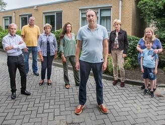 Bewoners Kijkduin woedend: 'Wij kijken dadelijk uit op 9 meter hoge muur in plaats van op de duinen'