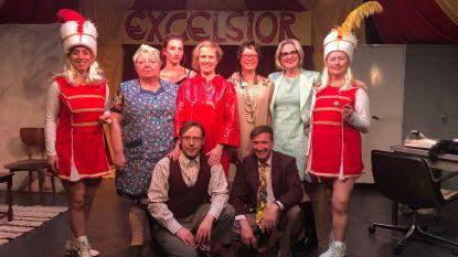 Excelsior speelt de komedie 'Waaiendijk' in Koperen Leeuw