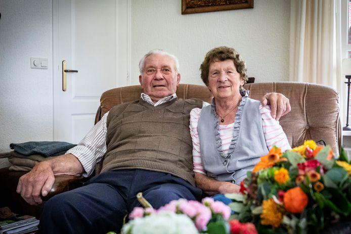 Na de kermis in Ootmarsum was het 'aan' tussen Henk Bonke en Grietje Bouwman. Inmiddels is het stel 60 jaar getrouwd.
