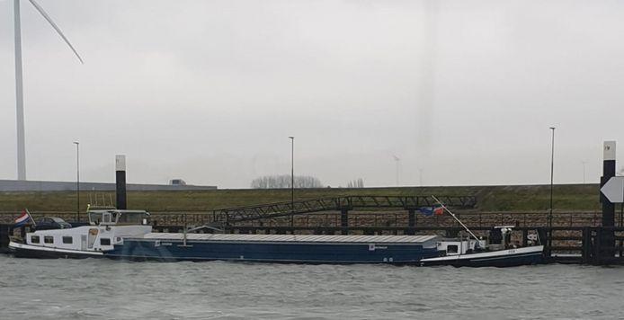 Foto van het verdachte schip afkomstig van de ASV.