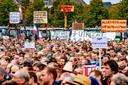 Betogers op het Malieveld in Den Haag vinden dat de agrarische sector te veel maatschappelijke problemen op zijn bordje krijgt, van fosfaat- en stikstofreductie tot klimaatbeleid en dierenwelzijn.
