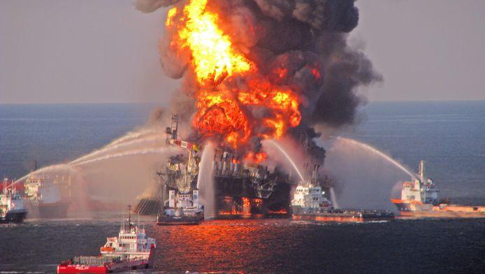 In 2010 vond een explosie plaats op het boorplatform. Twee dagen later zonk het.
