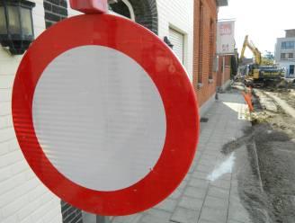 Plaatsing torenkraan veroorzaakt verkeershinder in Komstraat
