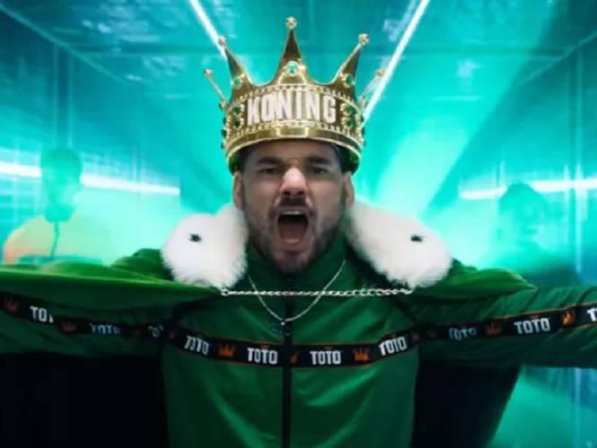 Opvallend: Wesley Sneijder hakt erop los als 'Koning Toto' in reclamespot