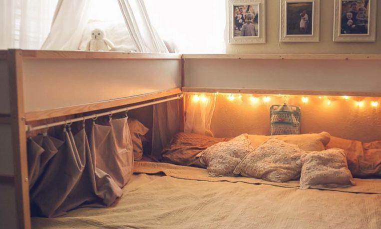 opmerkelijk ouders slapen met hun 5 kinderen in n bed. Black Bedroom Furniture Sets. Home Design Ideas