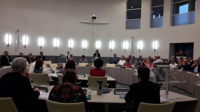 Ingrid Lambregts (CDA) spreekt de raad toe nadat Maria Martens haar advies heeft gegeven over de coalitie.