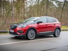 Opel Grandland X Hybrid4: spierbundel met stekker