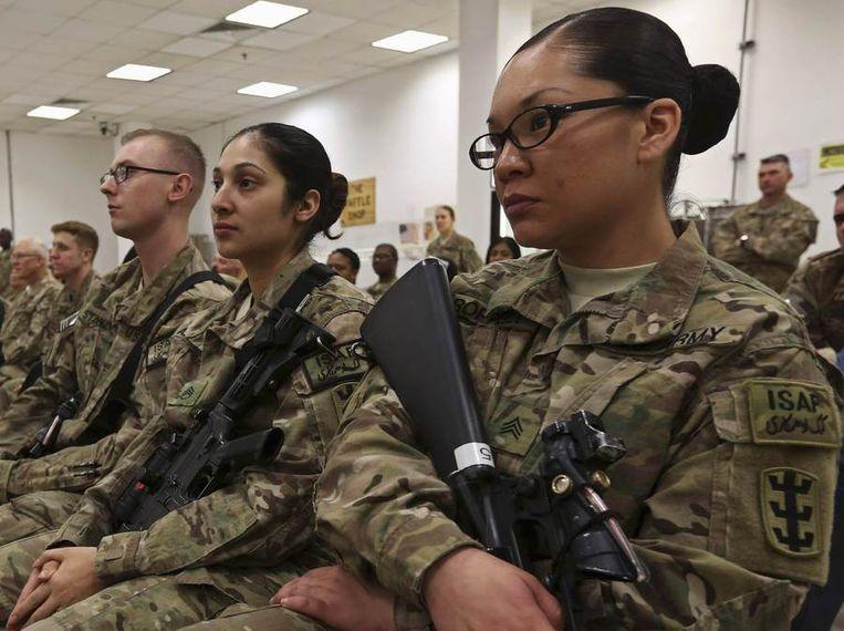 Amerikaanse vrouwen participeren in een ceremonie voor Internationale Vrouwendag op een Navo-basis in het Afghaanse Kabul. Beeld null