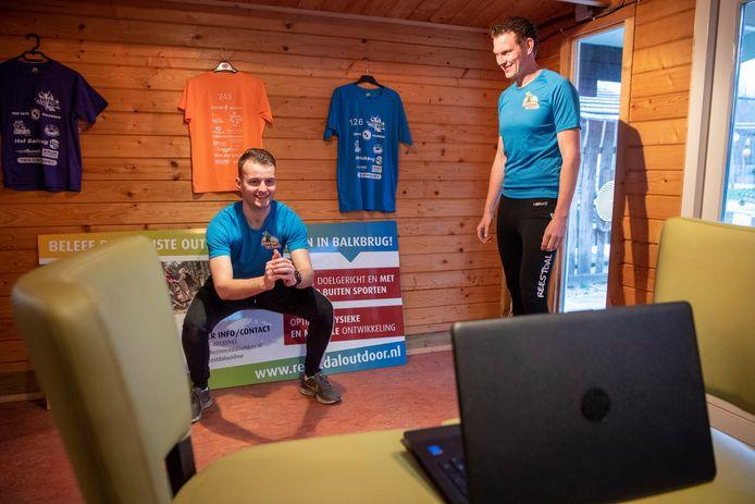 Buitensportbedrijf  geeft les via Skype met links instructeur Wouter Nouwels  en eigenaar Patrick Bloemberg