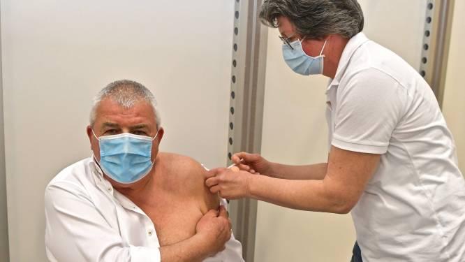 """Burgemeester Eddy Lust krijgt zijn eerste vaccin: """"Erg naar uitgekeken"""""""