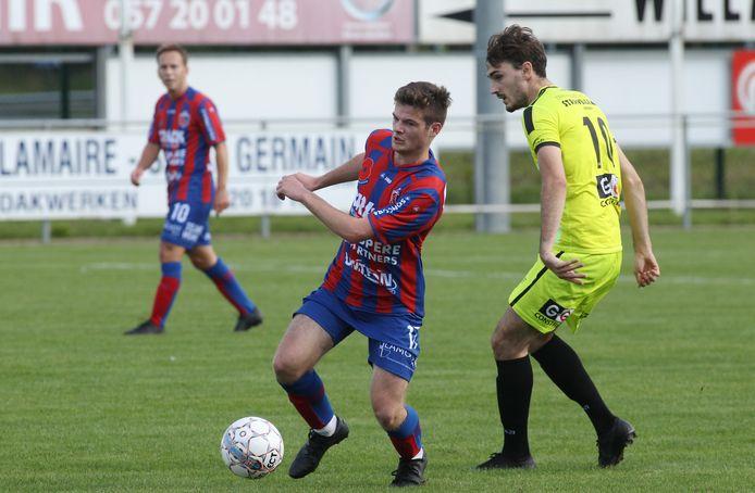 Yentl Dewilde (pas 17) was tegen SK Denderhoutem de allerjongste op het veld.