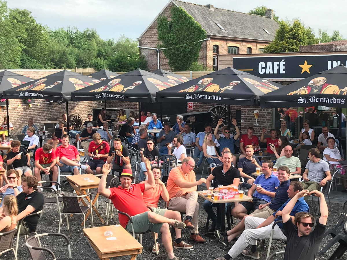 Bij Lieven Meulenaere en Kathy Pareyn van café 'In de Ster' uit Sint-Jan-ter-Biezen is er op hun terras plaats voor 200 mensen.