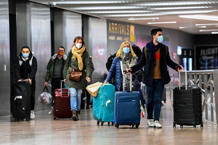 Reizigers op Brussels Airport in Zaventem, archiefbeeld.