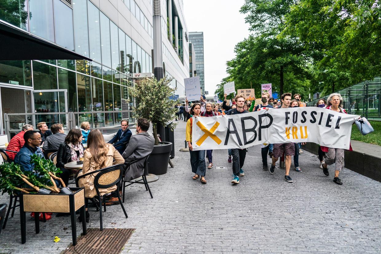 Demonstratie tegen ABP bij de Amsterdamse Zuidas.