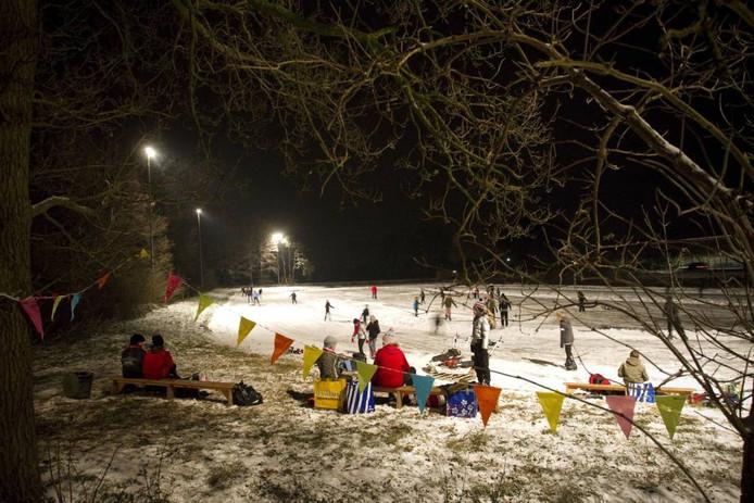 Schaatsliefhebbers uit Enter blijven voorlopig nog aangewezen op de ijsbaan van ijsclub De Lee.