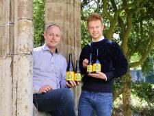 Vader en zoon brengen eeuwenoud recept van Sint-Baafsabdij-bier weer tot leven, om kinderen in armoede te ondersteunen