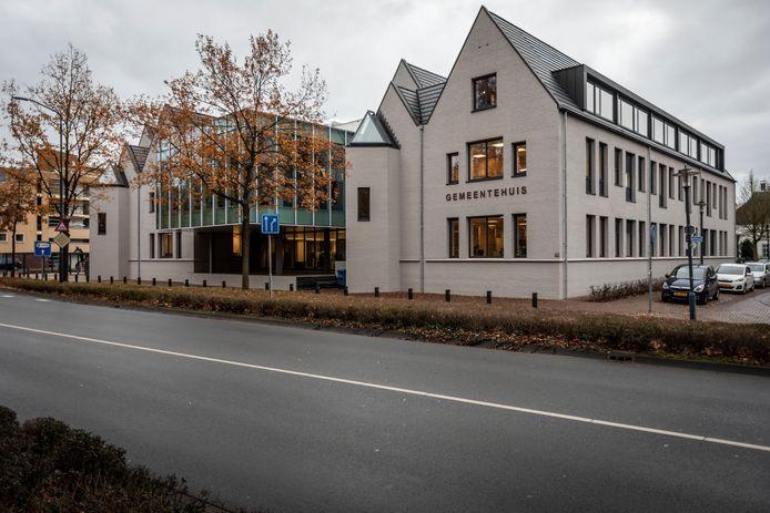 Het gemeentehuis in Geldrop. We moeten de principes van de drie machten-verdeling (trias politica) koste wat kost handhaven.