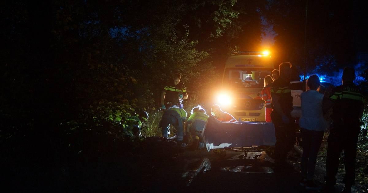 Scooterrijder zwaargewond bij botsing tegen boom in Kaatsheuvel.