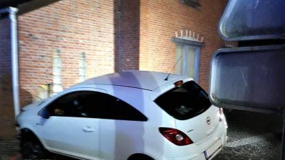 Bestuurder mist bocht: auto boort zich in gevel in Heusden-Zolder