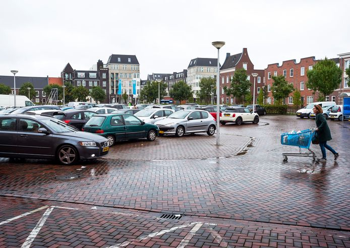 ASR wil op een parkeerterrein bij winkelcentrum Vleuterweide betaald parkeren invoeren, maar dit is al meerdere keren uitgesteld.