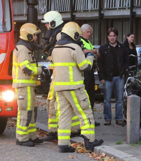 Scooter brandt uit na kortsluiting in flatportiek Apeldoorn