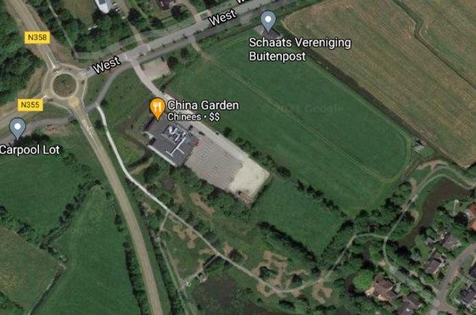 De twee stukken landbouwgrond bij de ijsbaan in Buitenpost.