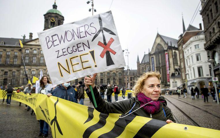 Tegenstanders van de komst van megawindturbines in de buurt van woningen en natuur voerden op 8 mei actie in Amsterdam.  Beeld ANP