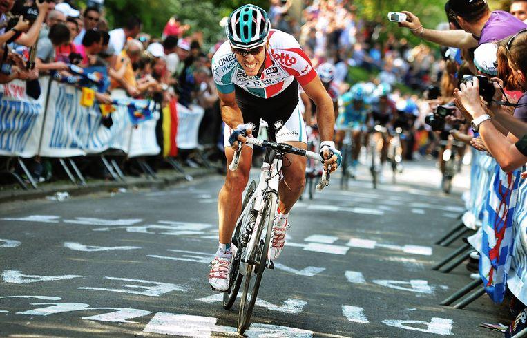Philippe Gilbert knalt de Muur van Hoei op tijdens de Waalse Pijl, in 2011. Beeld BELGA