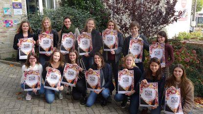 Laatstejaars College verkopen pizza's in Italiëreis