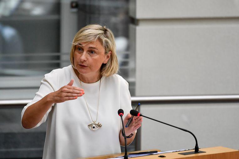 Minister van Onderwijs Hilde Crevits (CD&V) geeft aan dat de lat voor Frans niet te hoog mag worden gelegd. Beeld BELGA