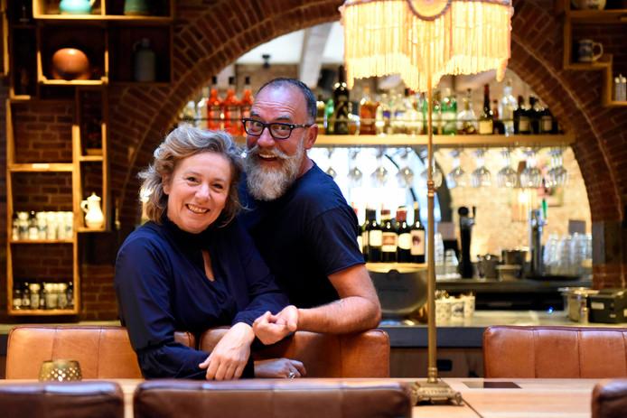 Ed en Wieteke Breuren in het Stadshotel in het centrum van Woerden: ,,Deze prijs is een mooie opsteker en leuk in het jaar dat ons nieuwe hotel vijf jaar bestaat.''