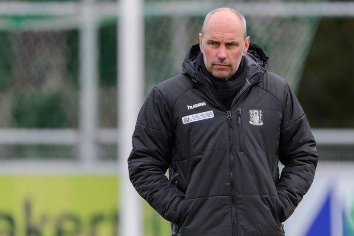 Scheveningen-trainer John Blok heeft werk aan de winkel. Zijn ploeg zoekt naarstig naar een oplossing voor het gebrek aan scorend vermogen, terwijl te veel bepalende spelers niet fit zijn.