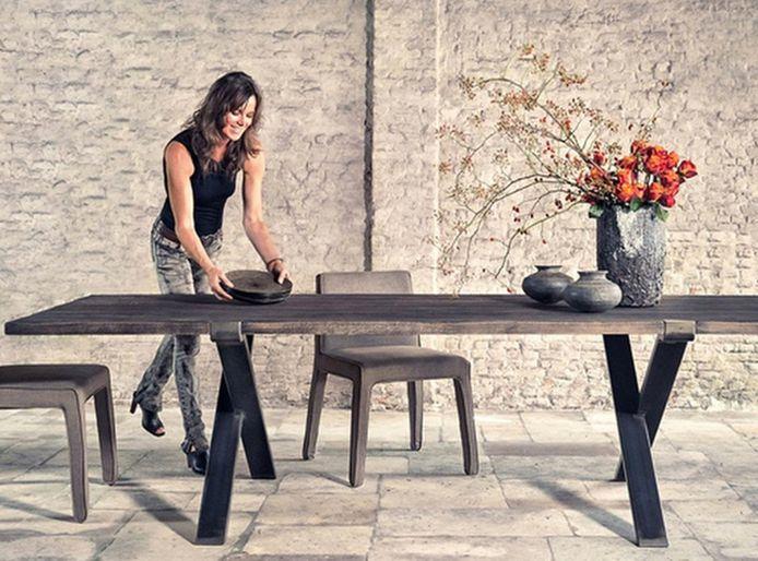 Pascale Naessens lanceert eigen meubelcollectie.