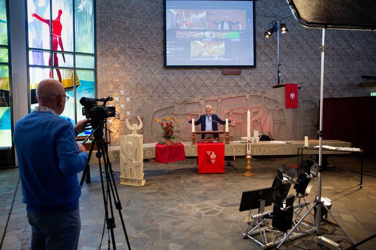 Vanuit De Ark, PKN-kerk in Dronten, wordt in mei een online kerkdienst gehouden. Wim Terlouw gaat voor. Beeld Herman Engbers