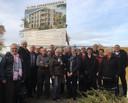 November 2018: de toekomstige bewoners poseren bij het bouwbord.