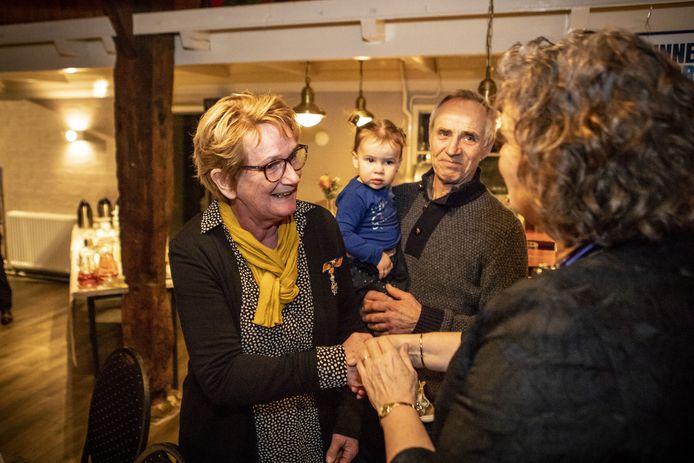 Ria Wolfs uit Tubbergen kreeg zaterdag een koninklijke onderscheiding van burgemeester Wilmien Haverkamp tijdens de nieuwjaarsreceptie van Judovereniging THAG.