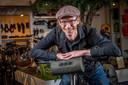 Michiel van den Brink is al van jongs af aan fietsfanaat. ,,Mijn klasgenoten gingen zon-zee-zuipvakanties doen en ik ging op de fiets naar Zwitserland.''