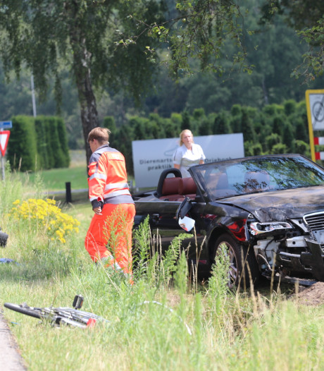 Fietser ernstig gewond bij ongeluk op N345 in Klarenbeek