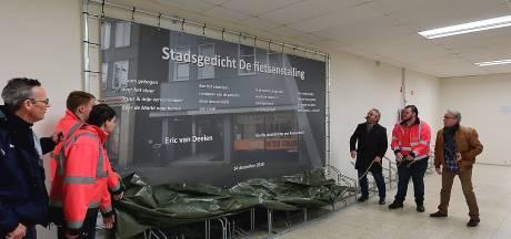 Fietsenstalling op Roosendaalse Markt op poëtische wijze heropend