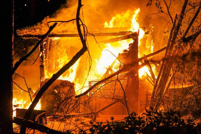 Huis van dakloze dag na brandstichting opnieuw in brand gestoken in Eindhoven.