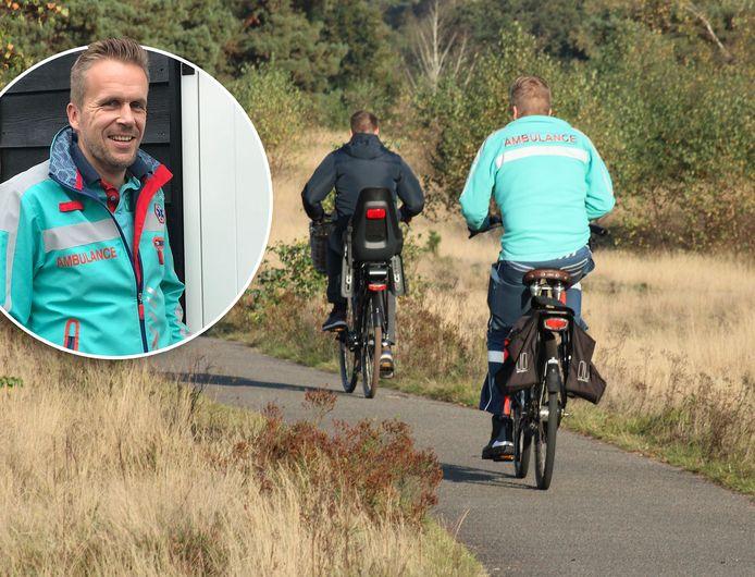 Ambulancebroeder Hessel Loosman ging uiteindelijk op een geleende fiets naar de gewonde fietser.