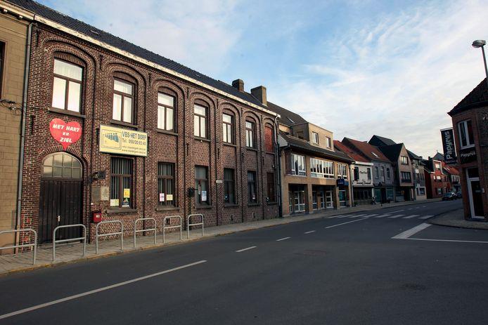 Onder meer de basisschool langs de Groenestraat verdwijnt voor de nieuwe school aan De Groene Meersen.