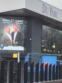 Harrie Marsé en Peter Smit samen op de billboard van Du Parc Luxury Cars & Art